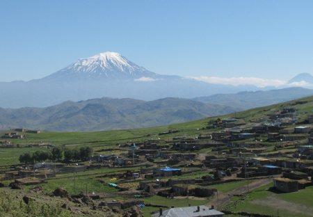 Ararat mit Dorf