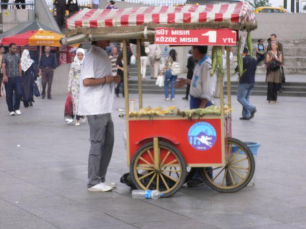 Maiskolbenverkäufer, die stehen überall